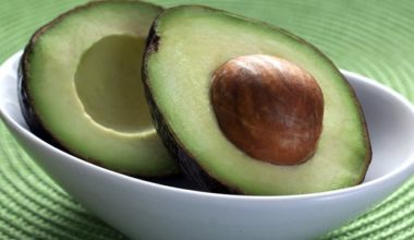 kak-viglyadit-spelyi-avocado