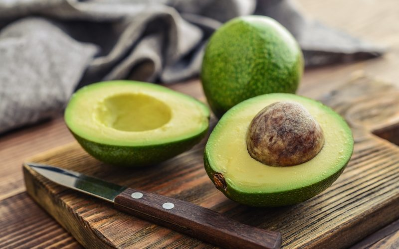 kak-pravilno-est-avocado